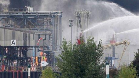 Germania, esplosioni in due impianti chimici Basf. Un morto, feriti e dispersi